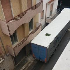 tir bloccato su via Cincinnato