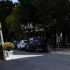 auto parcheggiate nell'isola pedonale di corso Cavour