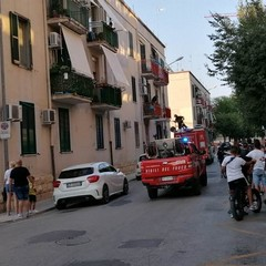 Piovono calcinacci da due balconi di via Bruno Buozzi