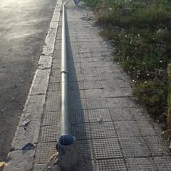 Palo della pubblica illuminazione abbattuto in via Sofocle