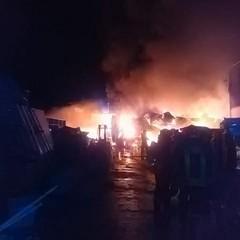 l'inferno di fuoco del capannone di via Barletta