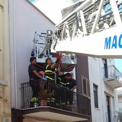 """Con gru dei Vigili del Fuoco, 118 trasporta donna infortunata al """"Bonomo"""""""