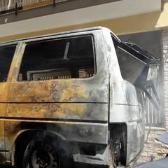 Furgone prende fuoco in via Addis Abeba