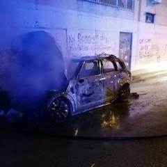 Incendio di una autovettura in via Ospedaletto