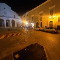 Piazza Duomo deserta ad Andria dopo le transenne anti assembramenti