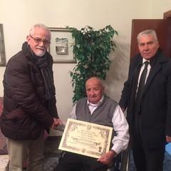 Riccardo Nicolamarino (al centro) riceve la visita di Gianni Porcaro e Nunzio Cafagna