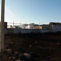 Incendio deposito pedane: fiamme spente solo stamane
