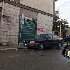 auto parcheggiata in via Duca di Genova
