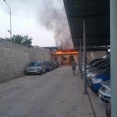 incendio in un autoparco sulla ex sp 231