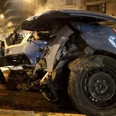 Scontro nella notte tra una voltante della Polizia di Stato ed un'Audi