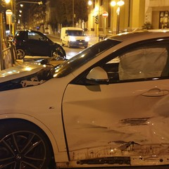 Violento incidente tra una Smart ed una BMW