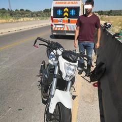 Motociclista sbalzato contro il guard rail a causa di una buca sulla ex sp 231