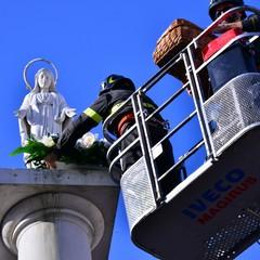 Omaggio alla statua della Madonna