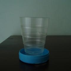 """Il """"bicchiere telescopico"""": un modo utile e semplice per ridurre l'uso della plastica"""