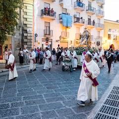 La processione dei Santi patroni, San Riccardo e della Madonna dei Miracoli per le vie cittadine