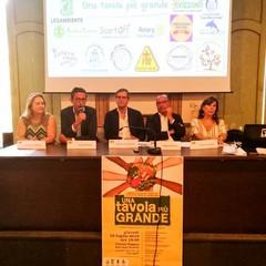 """Progetto """"Una tavola più grande"""" contro lo spreco alimentare e farmaceutico"""