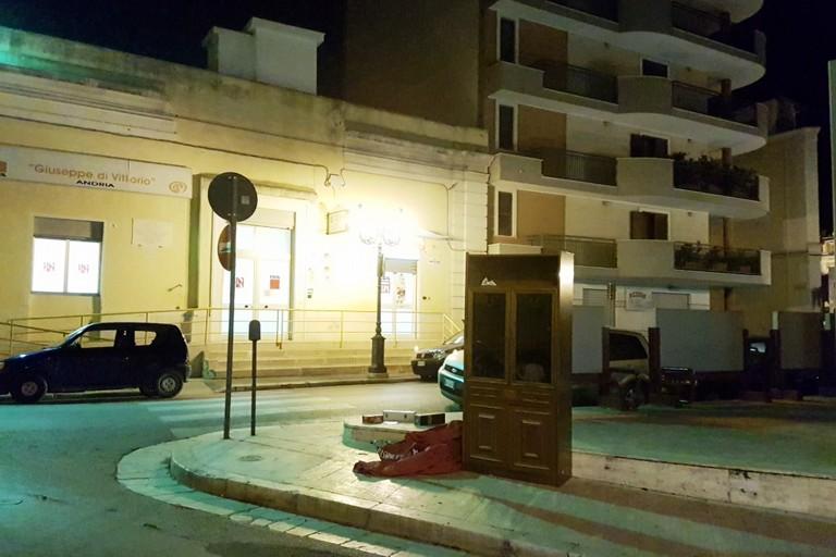 """Piazza Di Vittorio """"arricchita"""" da un nuovo arredo urbano"""