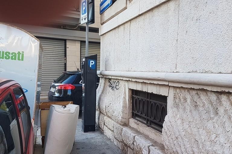 C'è una nuova discarica in città in via Oberdan (Foto Riccardo Di Pietro)