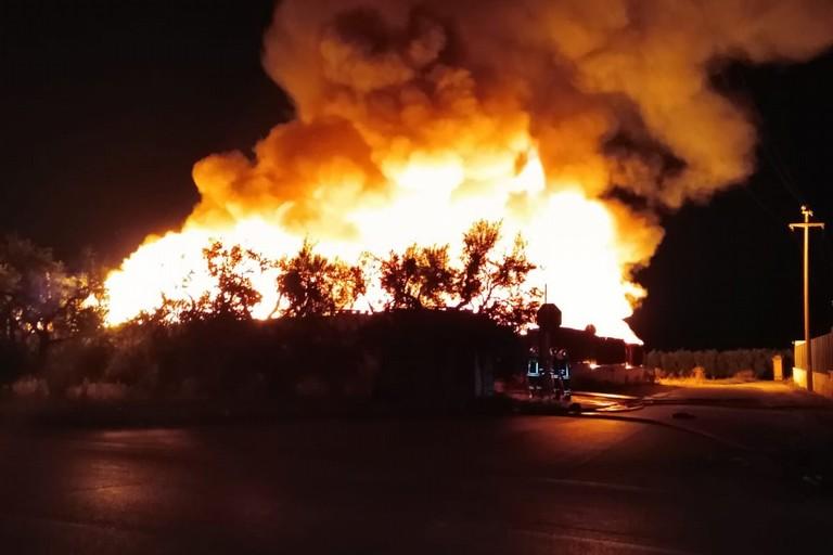 incendio deposito di pedane in via Da Villa angolo via Bisceglie