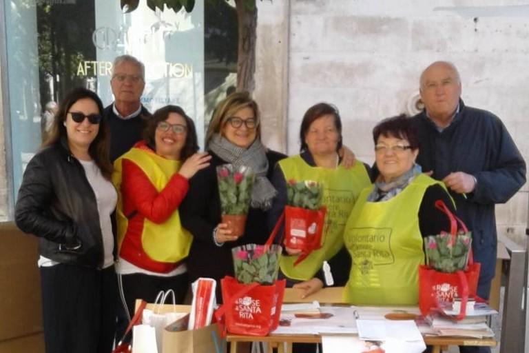 Mimmo Cassetta con gli Amici delle Rose di Santa Rita