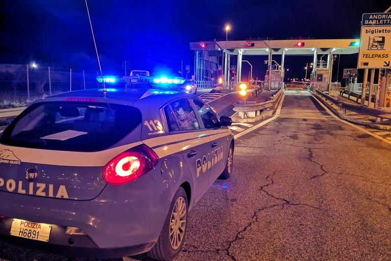 controlli della Polizia di Stato al casello autostradale
