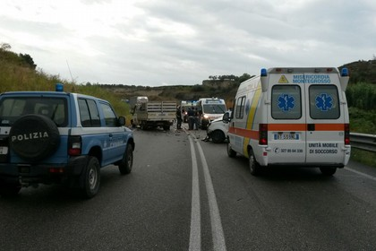 Incidente frontale statale Canosa