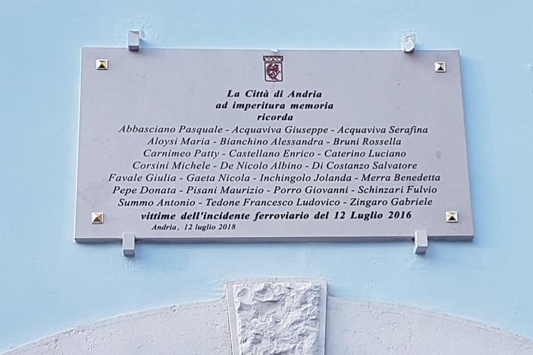 Scoperta  ad Andria una  lapide in memoria delle vittime della strage ferroviaria del 12 luglio 2016 (Foto Riccardo Di Pietro)