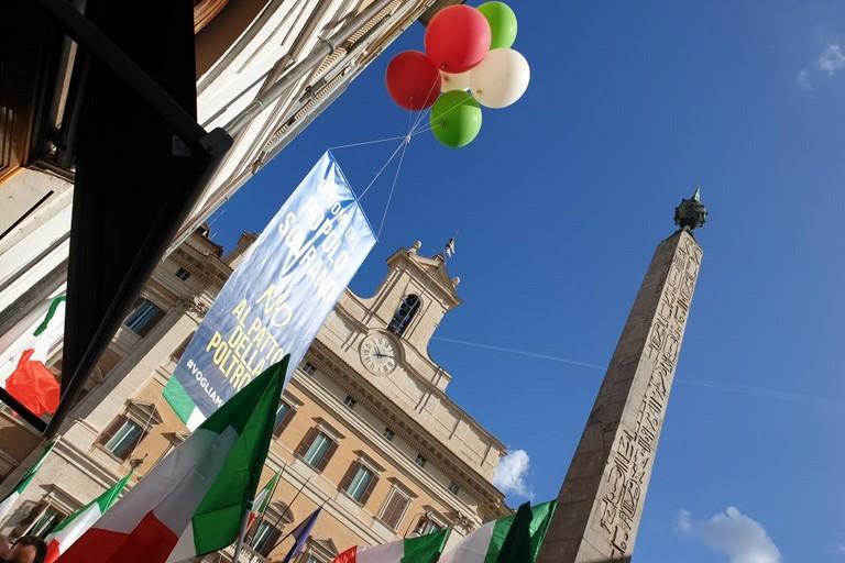 Fratelli d'Italia e Direzione Italia in piazza a Roma contro il governo