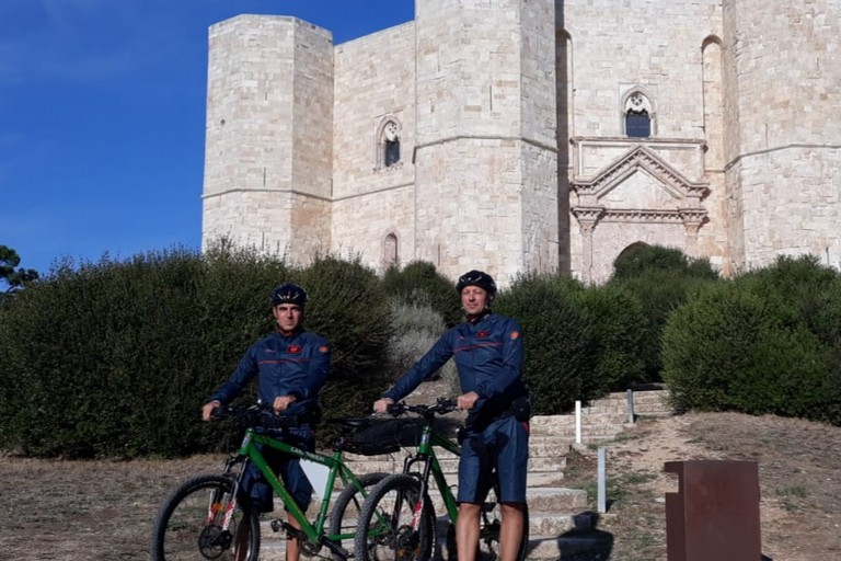 Pattuglia di Carabinieri in mountain bike