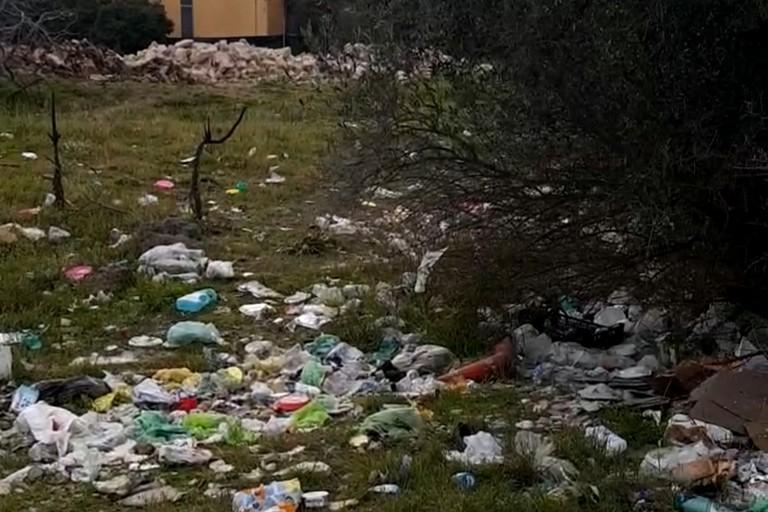 Ad Andria rifiuti abbandonati in contrada Martinelli