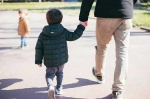 passeggiata con minore