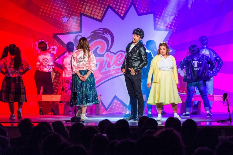 "La compagnia teatrale Hurricane in scena con il musical ""Grease"""