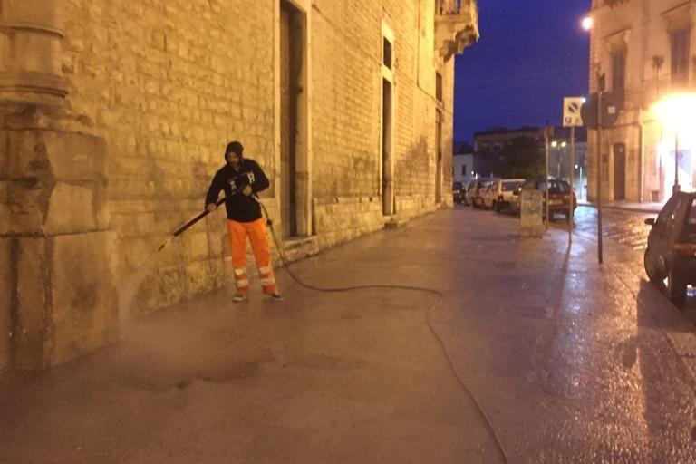 Intervento di sanificazione intorno a Palazzo Ducale
