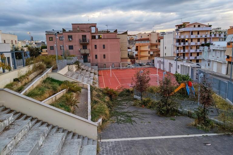 Lo stato di abbandono del Centro di Aggregazione nel quartiere Fornaci