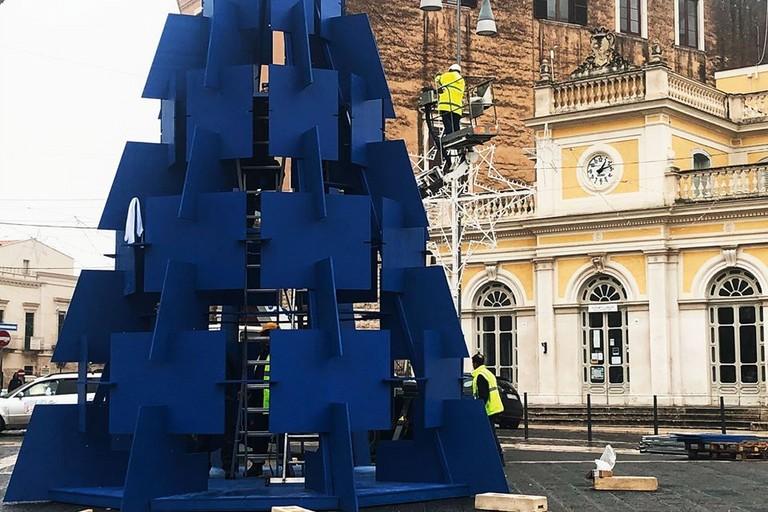 In piazza Catuma l'albero di Natale dei commercianti