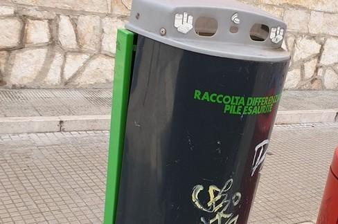 Contenitore per pile e batterie esauste