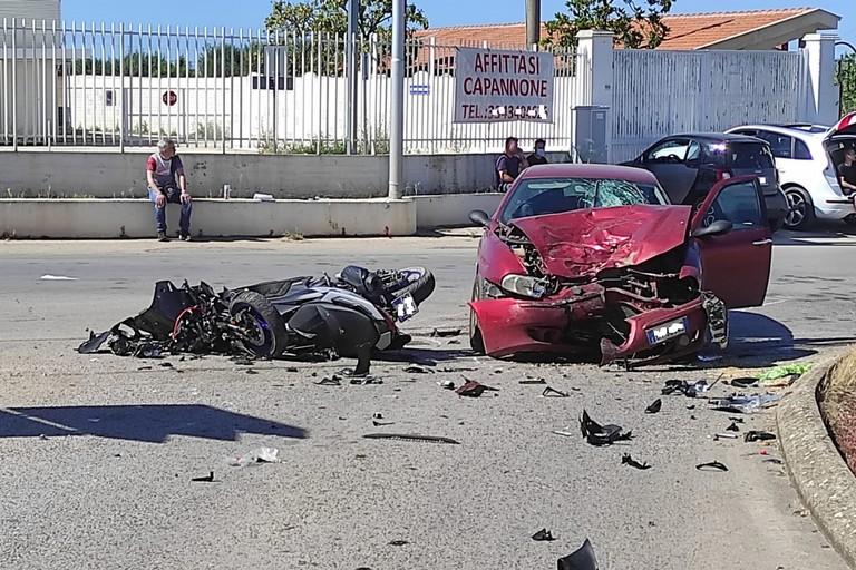 Incidente stradale su via Canosa:
