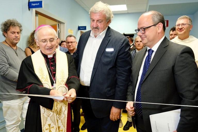 Mons. Mansi con il governatore Emiliano ed il Dg Delle Donne