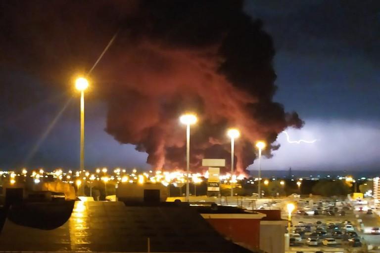 vasto incendio zona industriale di via Barletta ad Andria