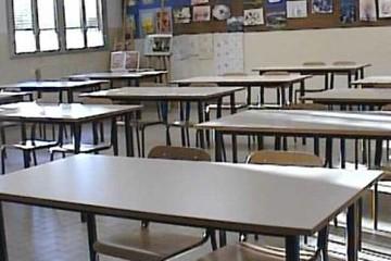 Banchi vuoti scuola