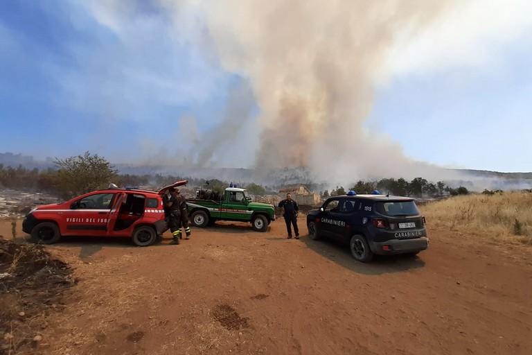 incendio sull'altopiano murgiano