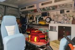Cade da un carrello elevatore per traslochi: 55enne ricoverato per trauma cranico