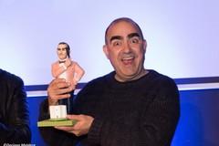 """Premio Mediterraneo """"Città di Andria"""" 2019: consegnato riconoscimento all'istrionico Elio"""