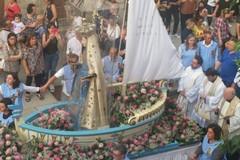 La città in processione con la Madonna dell'Altomare