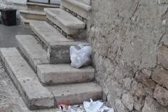 Ancora degrado e sporcizia nel centro storico