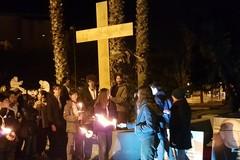 """""""Che bella gente!"""": una Via Crucis con i giovani lungo le strade della città"""