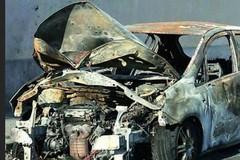 Castel del Monte, auto rubata a turisti: ritrovata bruciata nelle campagne di Ruvo di Puglia