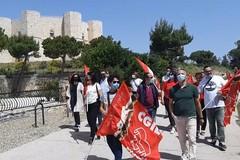 La rabbia degli addetti di Nova Apulia in presidio davanti a Castel del Monte