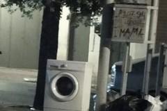 Ad Andria lavatrice abbandonata in via Annunziata
