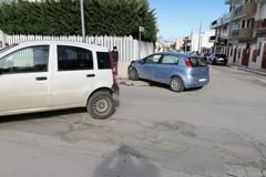 Incidente in via Massari: due mezzi rimangono danneggiati